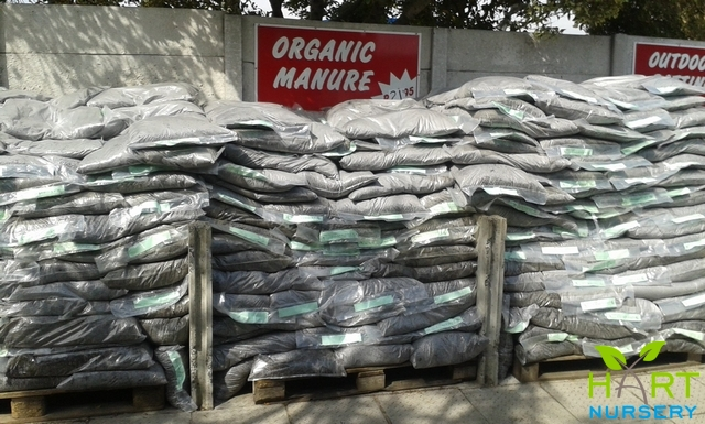 compost-manure-potting-soil-mulches